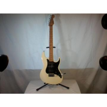 Fender Prodigy Rare White BEAUTIFUL CONDITION! Includes Hard Case and Extras
