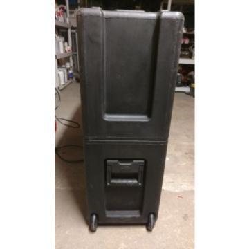 SKB 3-3237 Roto-molded LCD Case fits 32 - 37 screens.Universal foam pad set NEW